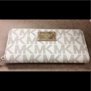 Women's Authentic Michael Kors Wallet
